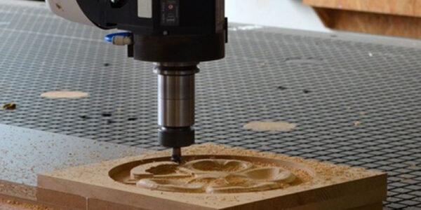 Addetto alla fabbricazione industriale di mobili e articoli in legno